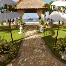 nusa dua beach hotel bali - happy bali wedding