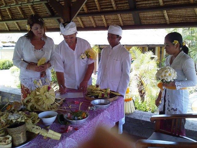 susan and peter yates wedding - happy bali wedding