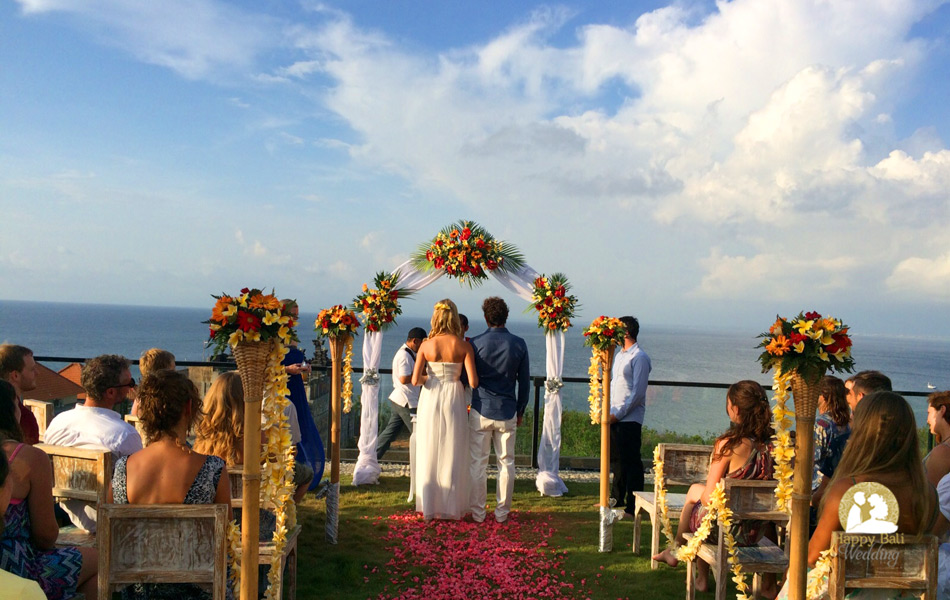 anibal and linde happy wedding with cliff top view