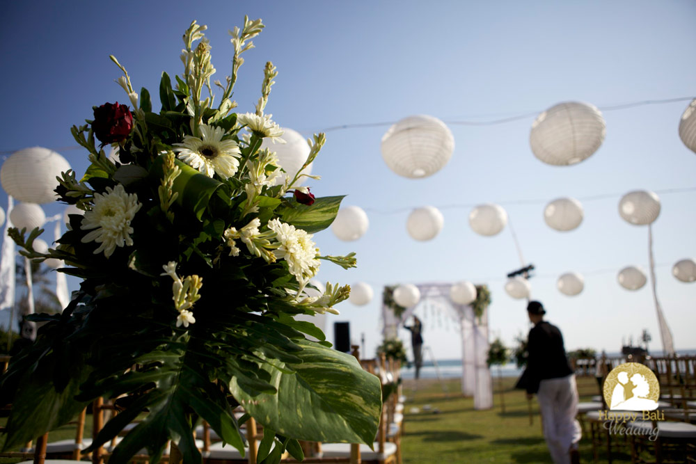 beautiful wedding decoration ken - joanna in canggu