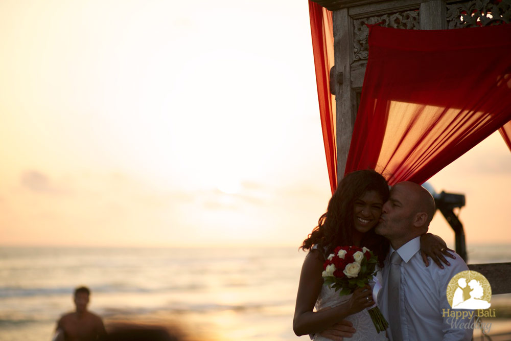 beautiful sunset wedding beach ken - joanna in canggu