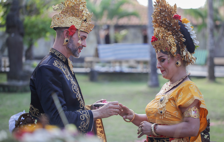axel - kathleen balinese blessing with wedding ring
