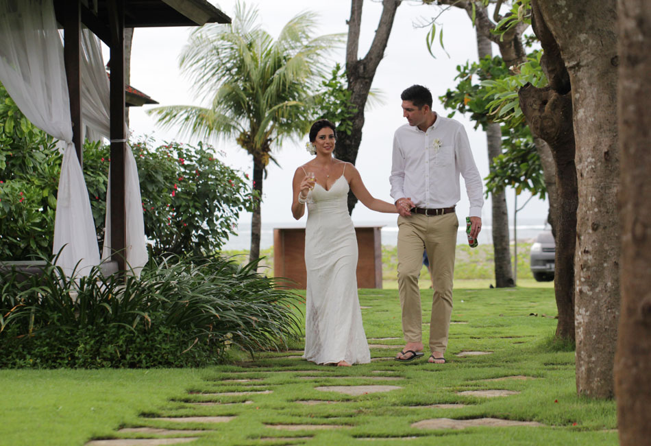 Bridget and Dale beach bali wedding