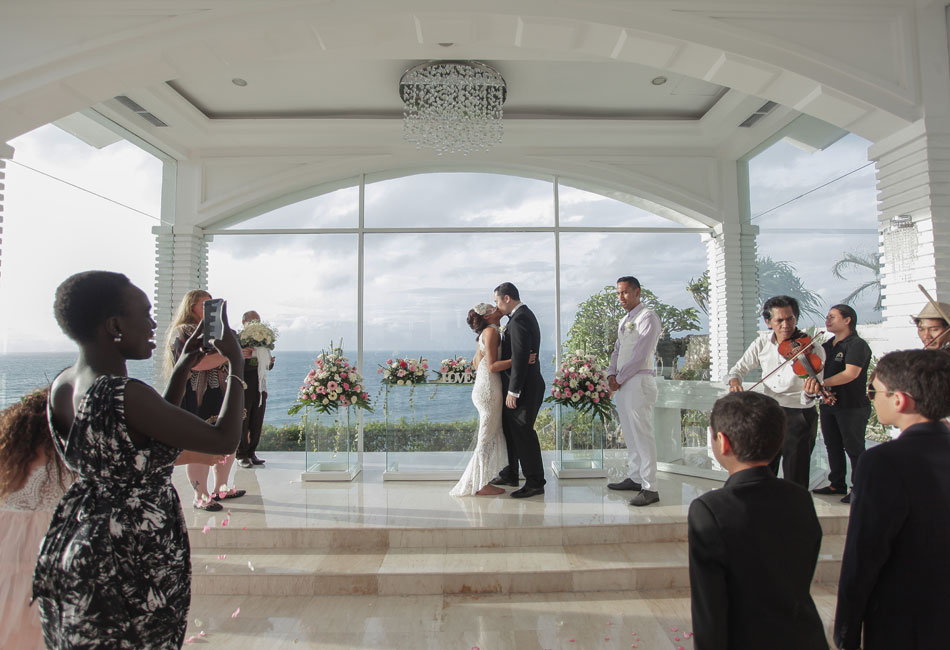 kiri jordan wedding at Blue Point Chapel Uluwatu
