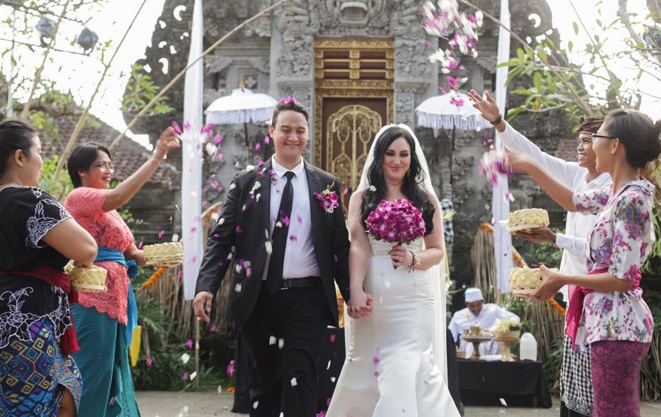 rita and mark balinese wedding - desa visesa ubud