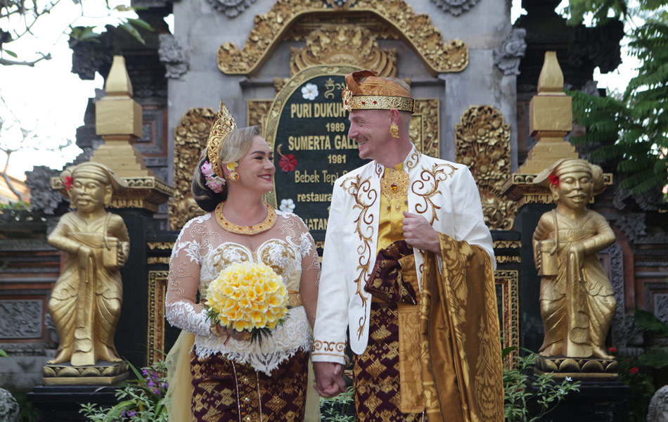 thomas Wenche balinese wedding ceremony