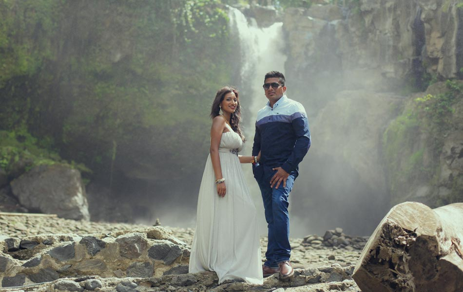 anola and wizley bali waterfall prewedding photoshot