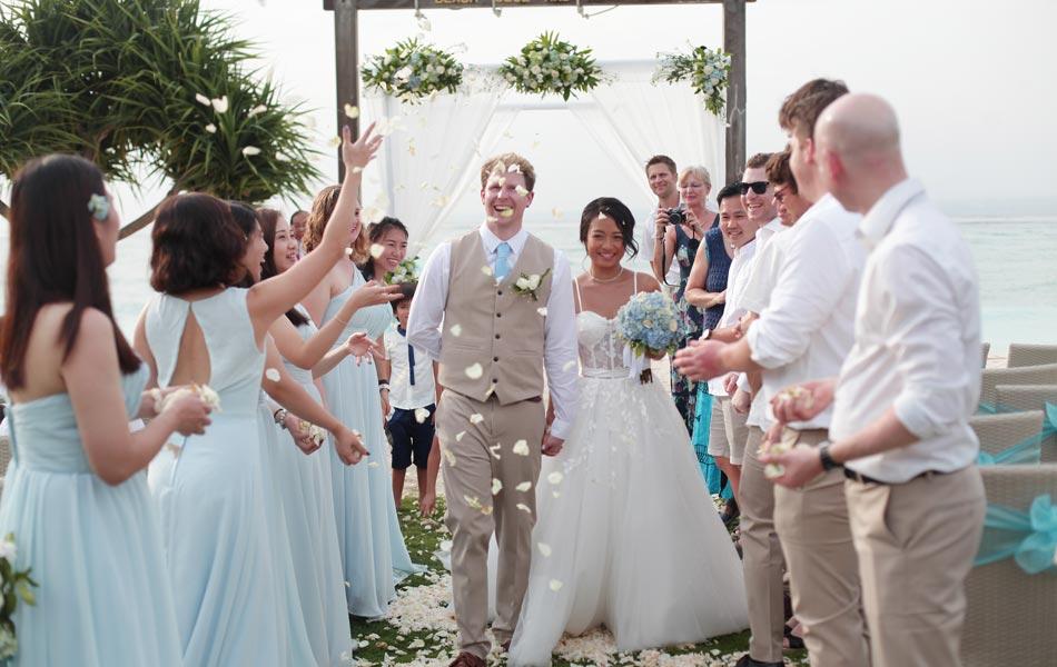 ice ryan met wedding - nusa lembongan beach wedding