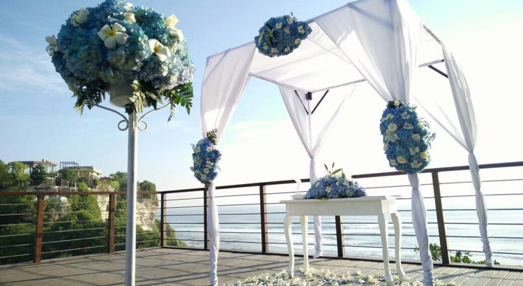 blue point sunset wedding decoration