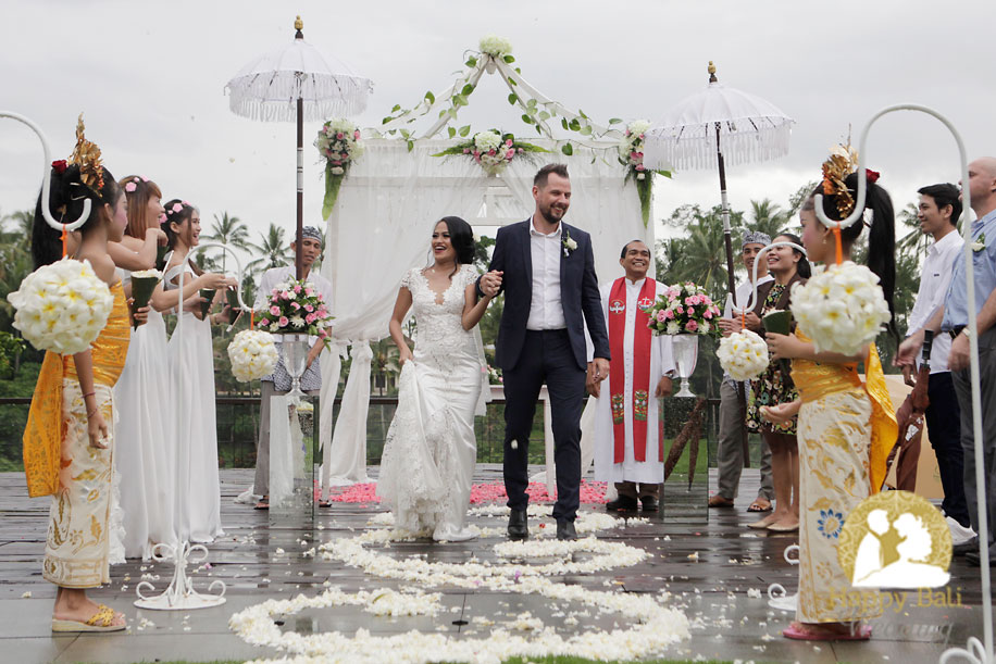 tiwi & thomas ubud wedding - happy bali wedding