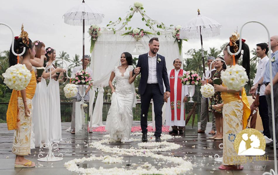 tiwi and thomas happy bali wedding