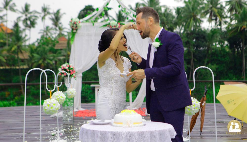 bali wedding photography - happy wedding