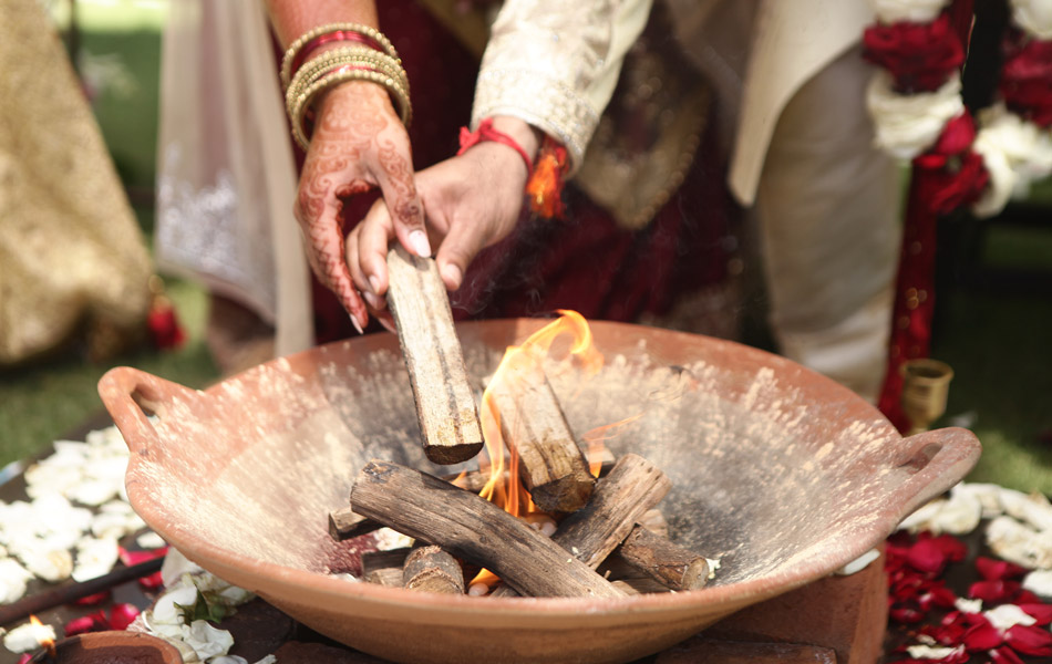 indian wedding holi fire