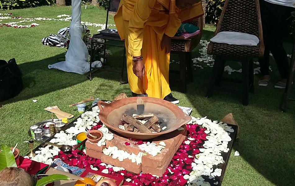indian wedding holi fire