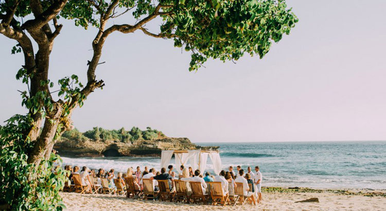 sandy beach club wedding nusa lembongan