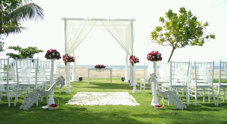 beahc wedding holiday in baruna wedding