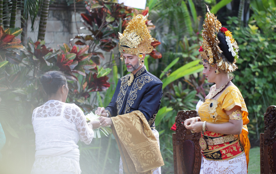 axel - kathleen balinese blessing procession