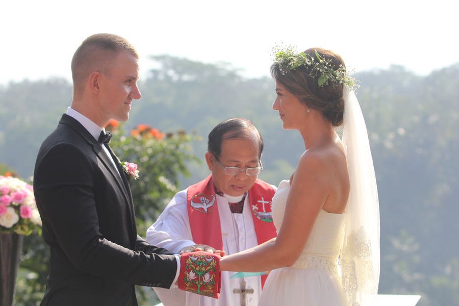 Lilly & Oliver Bali wedding ceremony - kupu kupu barong ubud