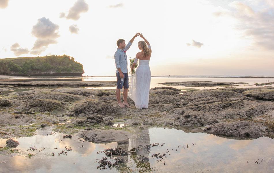 sunset wedding in bali