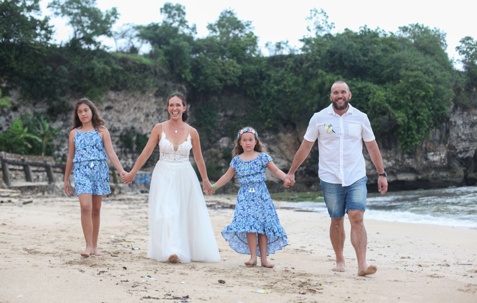 Kelle and Kingi Edwards wedding vows in bali beach