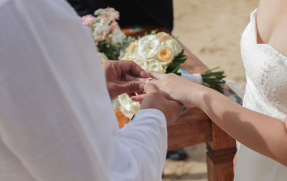 Mary Grace and Paulo Haguring beach wedding bali