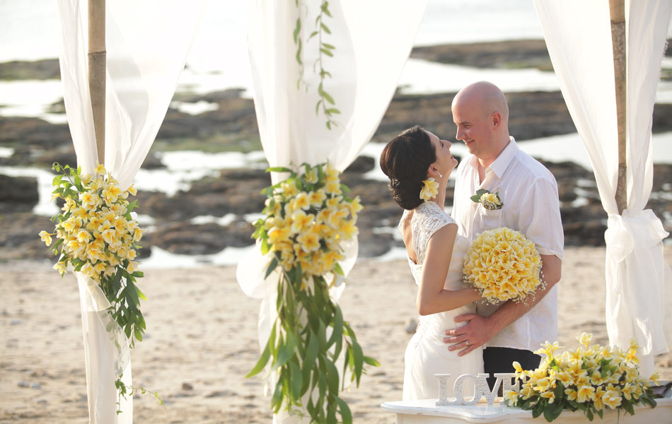 tunde and bence bali wedding beach