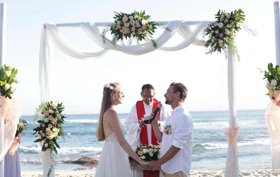 Haley and David Legal Wedding - Dream Beach Nusa Lembongan Bali