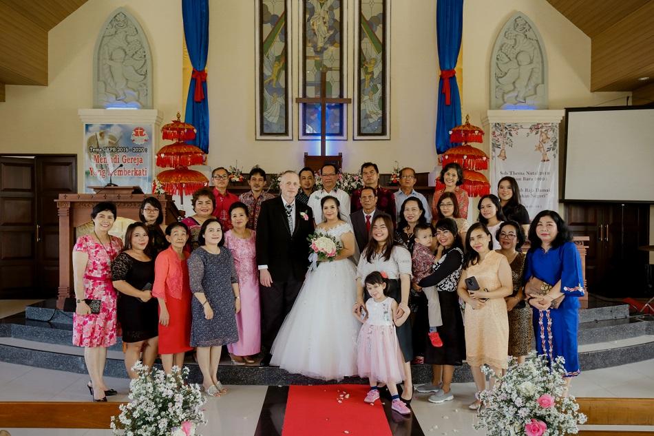 Sri and Craig tie-the-knot legal bali wedding